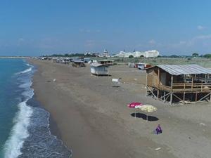 Antalya'da denize sıfır obalarda tatil yapıyorlar