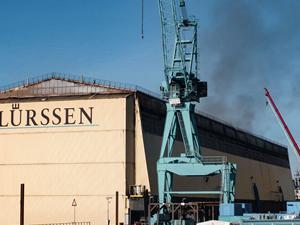 Almanya'daki Lürssen Tersanesi'nde yangın çıktı