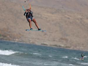 Kuzey Ege'nin sakin adasına sörfçü akını