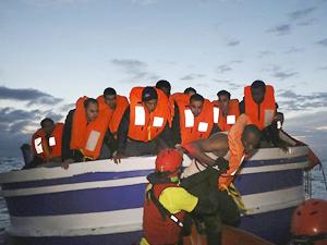 Libya açıklarında 11 kaçak göçmen kurtarıldı