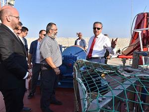 Ali İhsan Su, 'R/V BILIM 2' gemisini inceledi