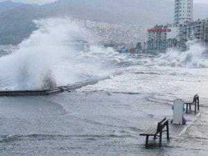 Vapur seferleri İzmir'de iptal edildi