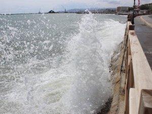 Deniz ulaşımına poyraz engeli!