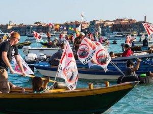 Venedikliler dev yolcu gemilerini protesto etti