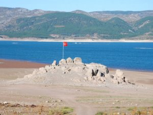 Tekneyle gidilebilen kayalık ortaya çıktı