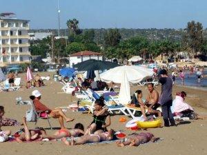 Kızkalesi'nde tatilciler, yazdan kalma günlerin tadını çıkarıyor