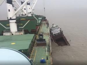 Marinsa Denizcilik'e ait M/V DENSA TIGER, Chittagong Limanı demir bölgesinde çatıştı