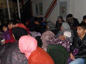 Sahil Güvenlik ekipleri, Ayvacık'ta 69 kaçak göçmen yakaladı