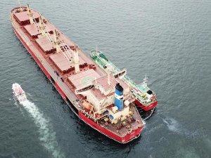 İstanbul'da SWAN adlı kuru yük gemisinin yakıtı denize sızdı