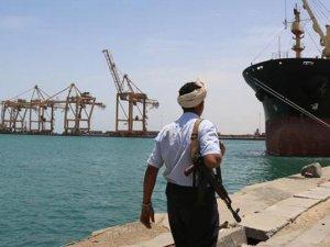 Husiler, Hudeyde Limanı'nda 10 gemi ve tankere el koydu