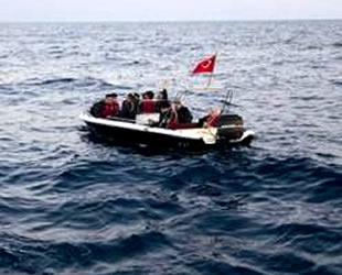 Aydın'da fiber tekne arıza yaptı, kaçak göçmenler mahsur kaldı