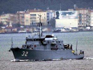Bulgar mayın avcısı 'Tsibar' gemisi, Çanakkale Boğazı'ndan geçti