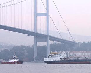Karadeniz'de arızalanan 'Omul' isimli tanker, İstanbul Boğazı'ndan geçti