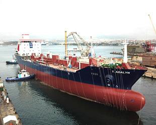 RMK Marine Tersanesi'nde inşa edilen T. ADALYN isimli asfalt tankeri törenle denize indirildi