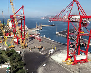 Aliağa'da liman konteyner vinci 8 saatte 600 metre taşındı