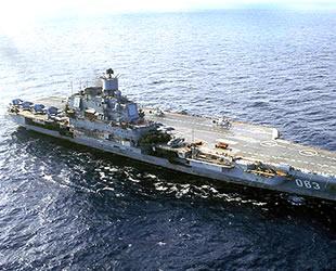 Amiral Kuznetsov gemisinin üzerine vinç düştü