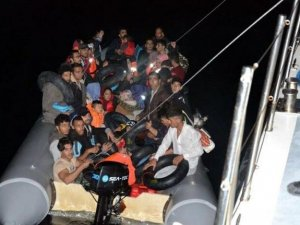 İzmir'de lastik botlarda 181 kaçak göçmen yakalandı