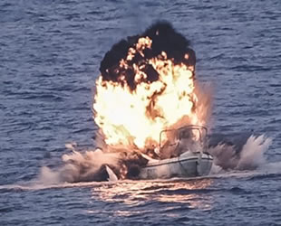 Somali'de deniz haydutlarının gemisi imha edildi