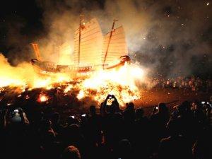 Tayvan'da tekne yakma ritüeline yoğun ilgi