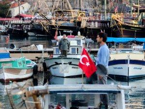 Antalyalı balıkçılardan Ata'ya Saygı Duruşu