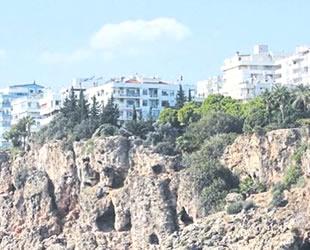 Antalya, her yıl 2-3 santim denize kayıyor