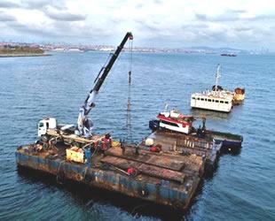 Zeytinburnu açıklarındaki hayalet gemi 'Bereket' sökülüyor