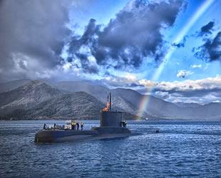 Denizaltı manevrasına gökkuşağı sürprizi