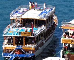 Çeşme'de tur tekneleri, barınma sıkıntısı yaşıyor