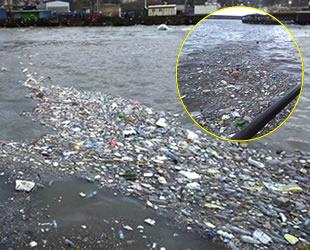 Zonguldak'ta evsel atıklar kıyıya vurdu