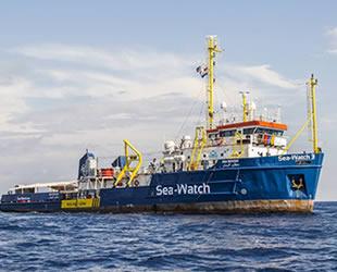 Akdeniz'de kurtarılan 49 düzensiz göçmen, 18 gündür denizde bekliyor