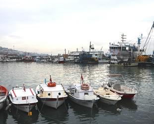 Marmara'da balıkçılar, lodos yüzünden denize açılamadı