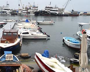 Marmara'da fırtına nedeniyle balıkçılar denize açılamadı