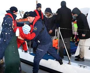 Dikili'de lastik botta 48 kaçak göçmen yakalandı
