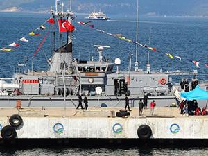 Türk savaş gemileri Odessa Limanı'na demirledi