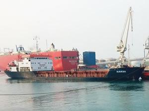 Safiport'ta akaryakıt ikmali esnasında, denize yakıt sızarak kirlilik oluştu
