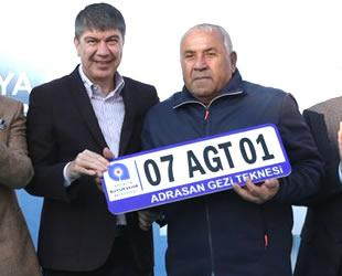 Adrasan'daki gezi teknelerine plaka dağıtıldı