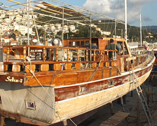 Kaş'ta tur tekneleri yeni sezona hazırlanıyor