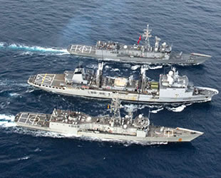 TCG Gelibolu, Fransız akaryakıt gemisinden akaryakıt ikmali yaptı
