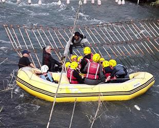 Antalya'da rafting yaparken akıntıya kapılan 16 kişi  kurtarıldı