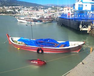Mordoğan Balıkçı Barınağı'nda üç tekne battı