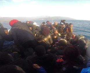 İzmir'de tekne battı, 16 düzensiz göçmen kurtarıldı