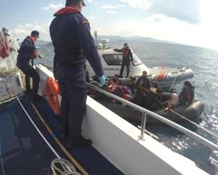 Ayvacık'ta 52 düzensiz göçmen yakalandı