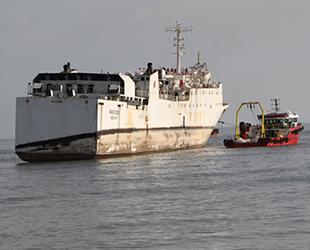 Karaya oturan 'WARDEH' isimli kargo gemisi kademeli şekilde çekiliyor