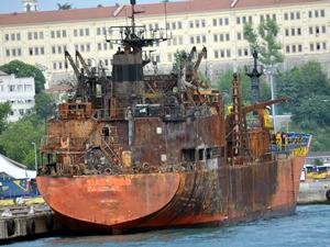 4'ü Türk 10 denizciye mezar olan M/T MAESTRO İstanbul Boğazı'nda durduruldu