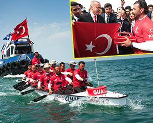 UZMAR Dragon Bot Takımı, Türk Bayrağını Cumhurbaşkanı Erdoğan'a teslim etti