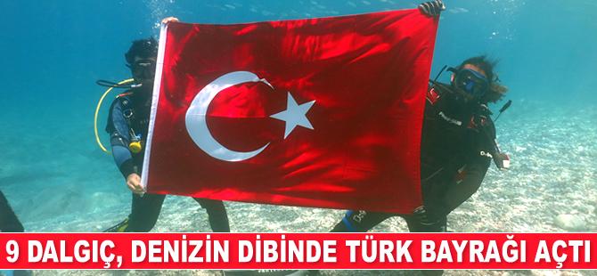 Fethiye'de 9 dalgıç, denizin dibinde Türk Bayrağı açtı