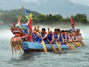 Hong Kong'da Ejderhalı Tekne Festivali başladı