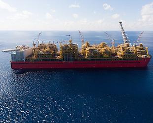 Shell, dev yüzer LNG tesisinden ilk kargosunu gönderdi