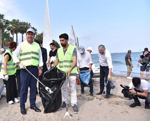 Mersin sahil şeridinde atık toplama etkinliği düzenlendi