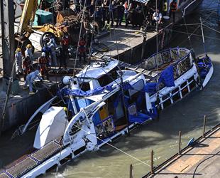 Tuna Nehri'nde batan teknenin enkazı çıkarıldı